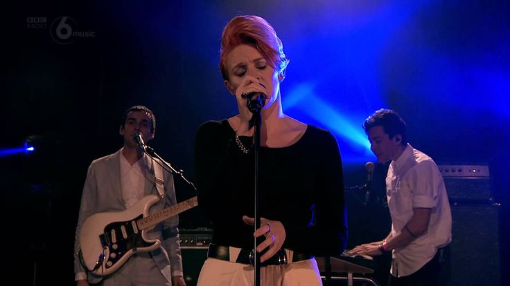 La Roux play Let Me Down Gently live at Maida Vale Studios for Lauren Laverne. See more videos from 6 Music Live at Maida Vale: http://www.bbc.co.uk/events/r...