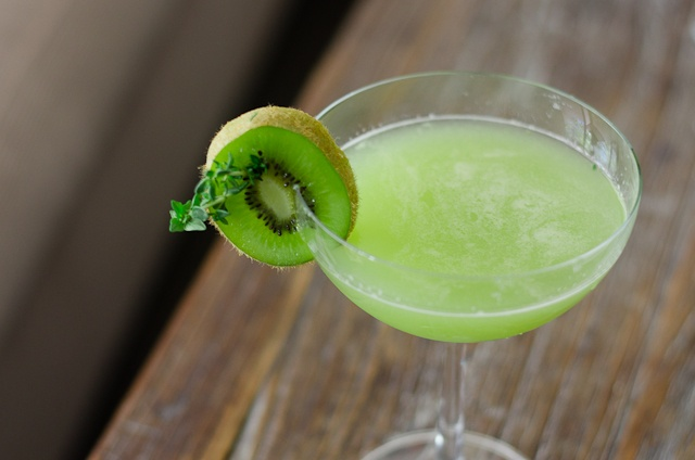 Gin Thyme with kiwi (a summer cocktail)