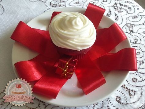 Vörös bársony muffin vaníliás krémsajt mázzal