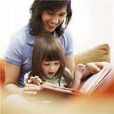 Voorlezen aan kinderen is belangrijk. Het prikkelt de fantasie, ontwikkelt het taalgevoel en bezorgt hun veel plezier. Denk bijvoorbeeld bij het uitkiezen van en boek aan de belevingswereld van uw kind(denk bijv. aan zindelijk worden). Over elk thema is wel een prentenboek te vinden. Echter aanraders zijn trouwens de prentenboeken uit de Prentenboek TopTien. De medewerkers van de Bibliotheek helpen u natuurlijk ook graag bij het uitzoeken van een geschikt boek. www.bibliotheeklangedijk.nl