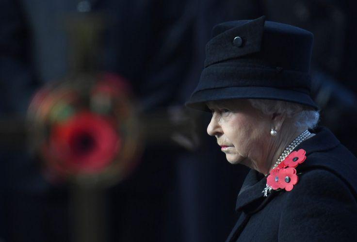 Zagraniczne wyjazdy, spotkania z głowami państw i szefami rządów czy wystawne przyjęcia w królewskim stylu. Brytyjska monarchini mimo 90 lat chce iść z duchem czasu. A to oznacza obecność w mediach społecznościowych. Dlatego Pałac Buckingham pilnie poszukuje kogoś, kto prowadziłby konta królowej w social media 💻🎨 #socialmedia #ElżbietaII #królowa #promocja #monarchia