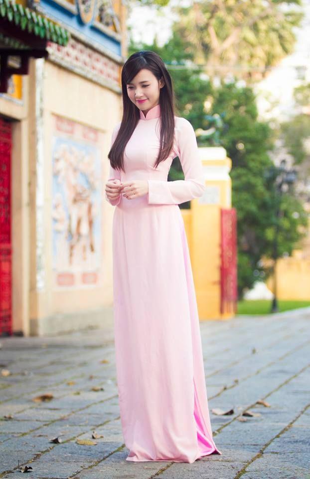 (MegaFun) - Trong tà áo dài màu hồng đầy nữ tính, hot girl Midu khoe vẻ đẹp…
