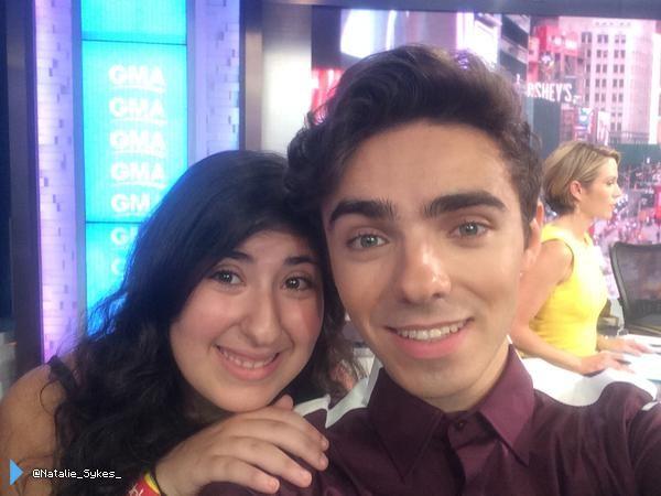 Nathan com fãs em Nova York, nos Estados Unidos. (via @Natalie_Sykes_) (21 jul.)
