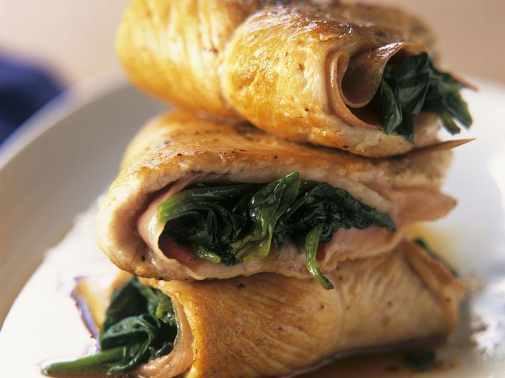 Putenschnitzel mit Spinat-Schinken-Füllung | Zeit: 20 Min. | http://eatsmarter.de/rezepte/putenschnitzel-mit-spinat-schinken-fuellung