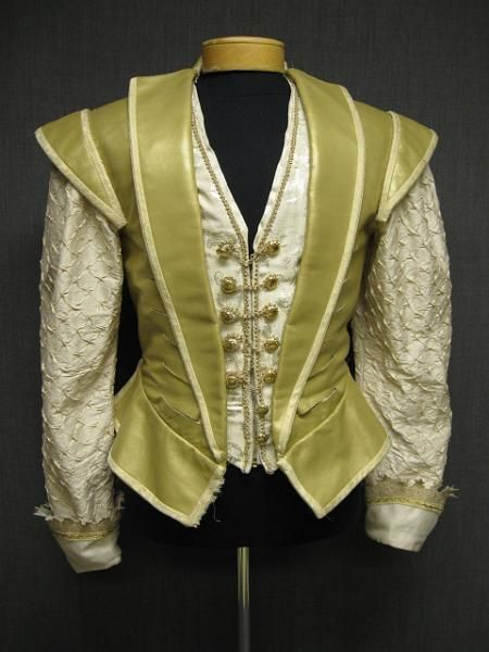 09018382 Doublet Mens Renaissance gold leather cream silk 39R W33.JPG