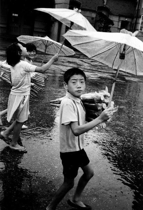 김기찬(Kim Ki-Chan) plastic umbrellas that never worked