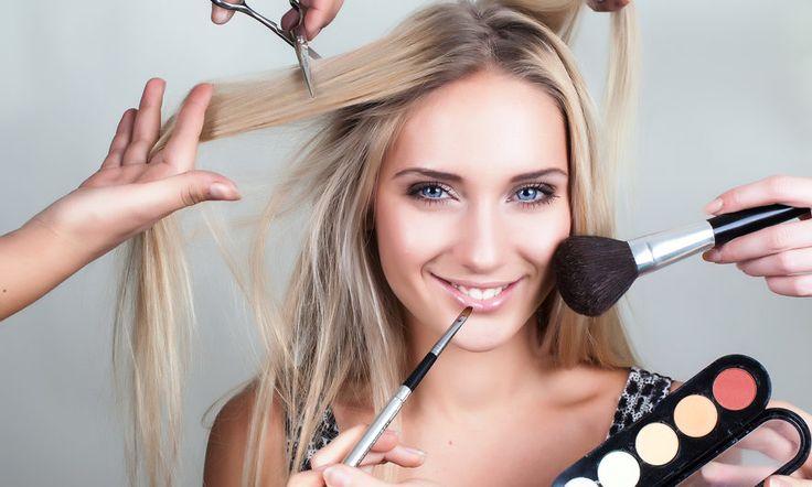 Makyaj ve bakım tüm kadınların vazgeçilmezidir. İlginizi çekecek birçok faydalı yöntemi burada sıralıyoruz.     Gözleri büyük göstermek için makyaj  Göz makyajı makyajın en can alıcı noktalarından biridir. Güzel gözler için bu yöntemi inceleyin.