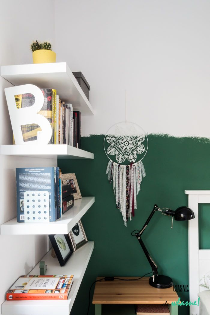 Zielono-żółty duet we wnętrzach. Sypialnia. Bedroom. Green and yellow. Half painted wall.