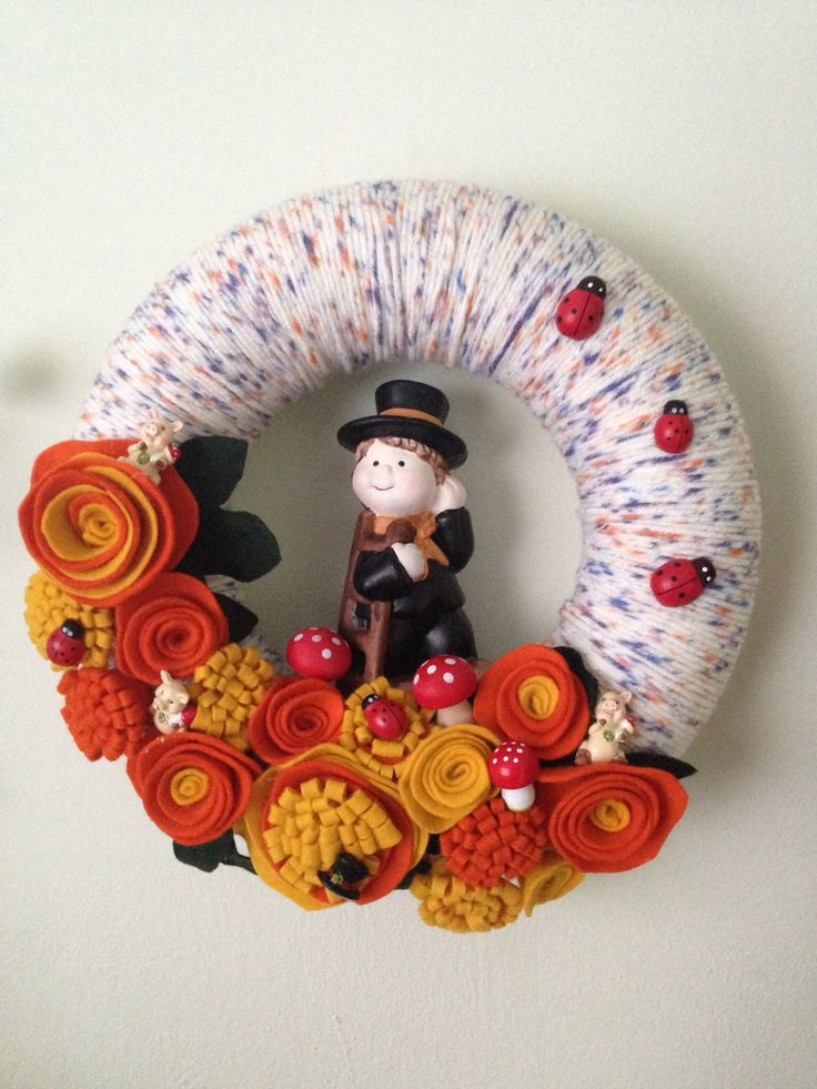 Happy New Year wreath. Yarn wreath with felt flowers. Added pigs, mushrooms, ladybugs and chimneysweep for luck. More at https://www.facebook.com/Moje-vence-995508700482994/