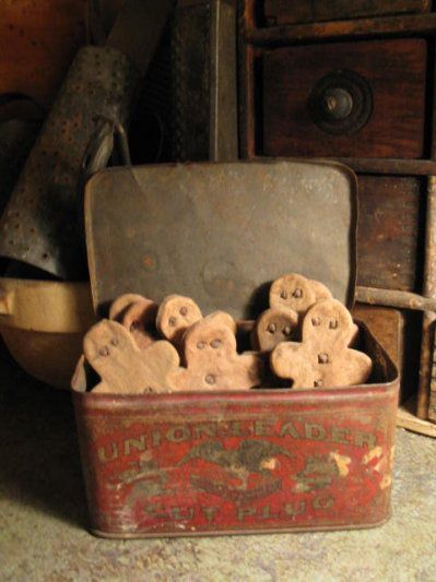 primitive Christmas decorations love them in the old faded tin. Wee Gingerbread ~ High Button Shoe
