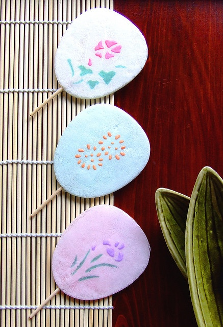 Japanese sweets, crunchy fans