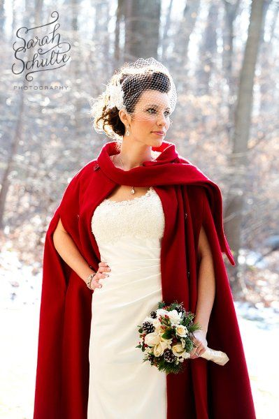 Red Cape I am sooo doing this if I have a winter wedding :D
