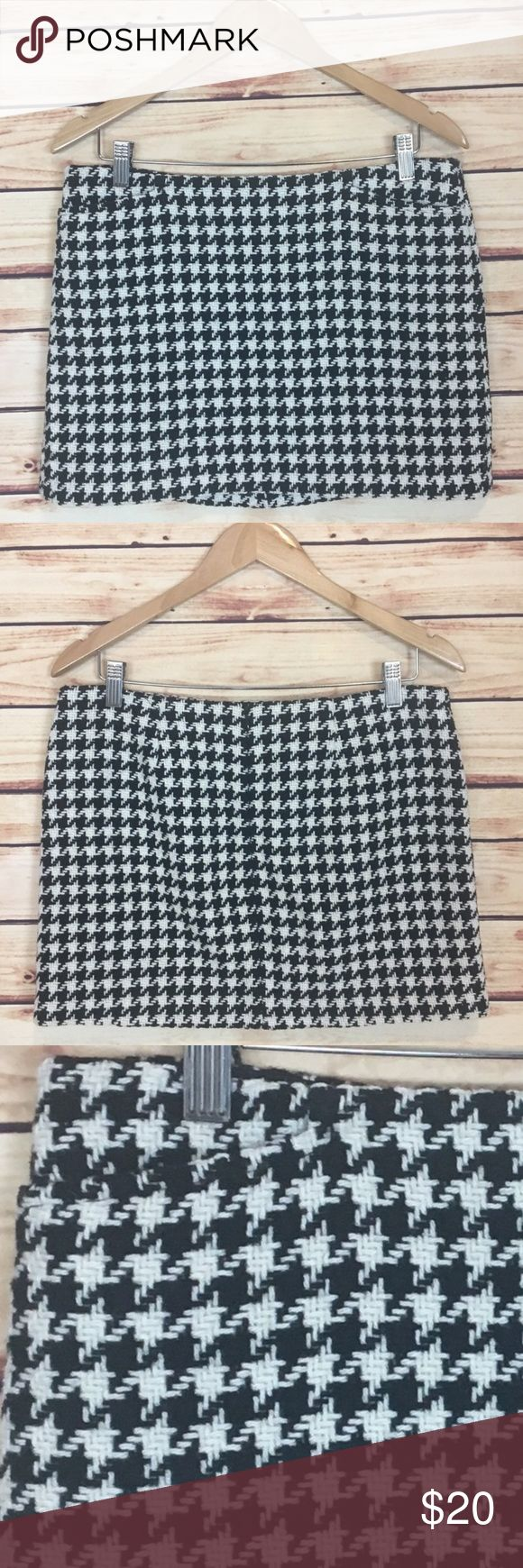 """GAP Black and White Houndstooth Wool Mini Skirt 8 GAP houndstooth mini skirt. Black and white. Pockets at waist. Mod look. Size 8.  Excellent preowned condition with no flaws.  Measurements are approximately: 33"""" waist, 38"""" hips, and 13.75"""" length.  Shell: 65% recycled wool, 29% nylon, 6% other fibers. Lining: 100% acetate.  No trades. All items come from a pet friendly, smoke free home. Bundle to save! GAP Skirts Mini"""