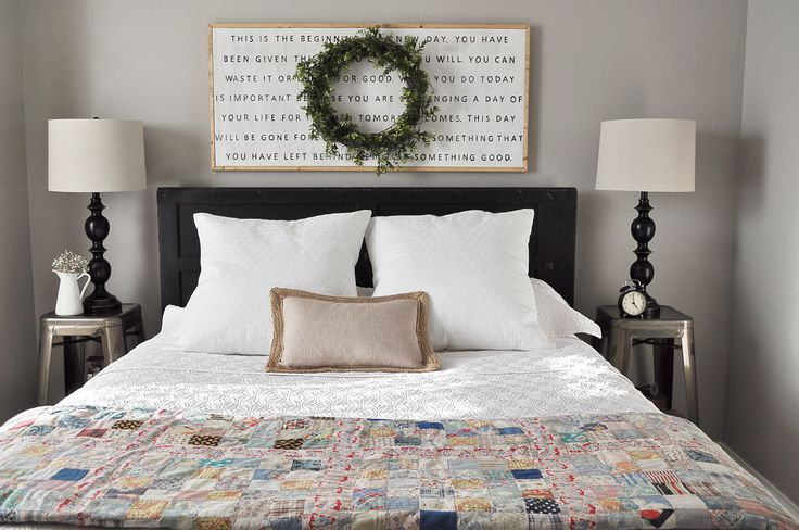 Love this sign for above a guest bed..or guest futon/couch? Farmhouse Guest Bedroom via littleglassjar.com