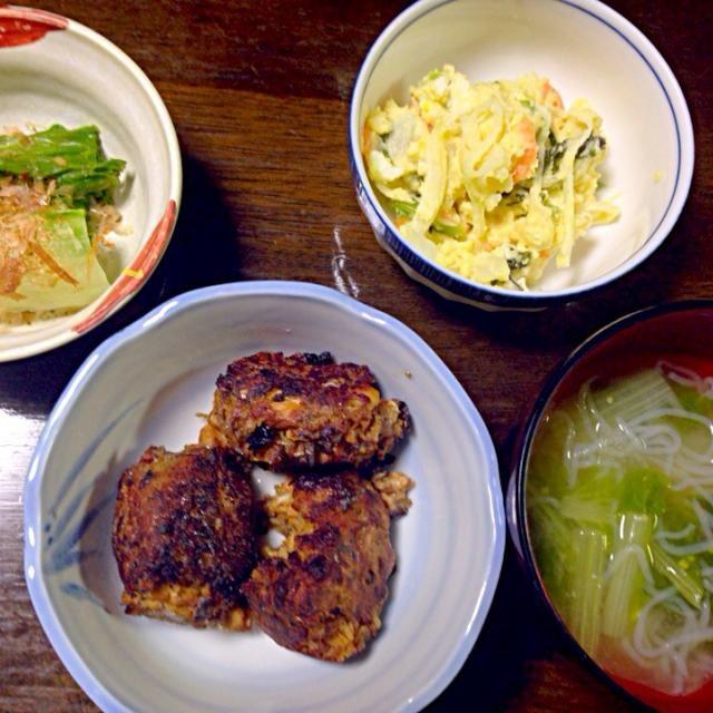 お魚ボールはさばの味噌煮缶詰めを使ってメイン料理に★ - 2件のもぐもぐ - お魚ボール、白菜のおひたし、ポテトサラダ、山東菜大根白滝の味噌汁 by pinkrain