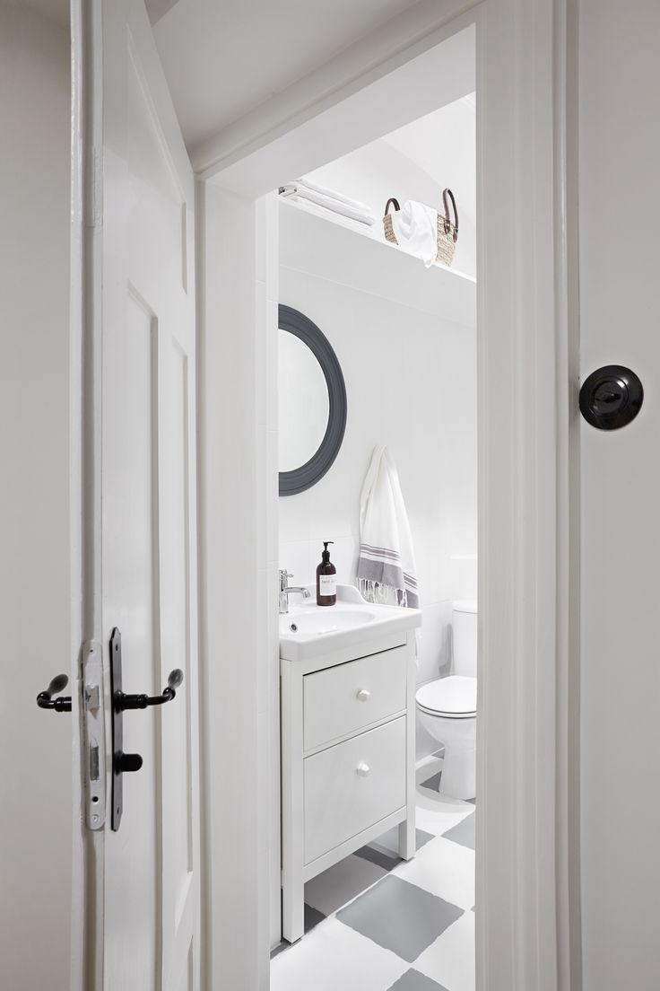 INTERIOR DESIGNER & STYLIST: Agnieszka Suchora / PHOTOGRAPHY & POSTPRODUCTION: Jola Skóra // mirror: A&A dwieagnieszki / washbasin cabinet: IKEA / towel: A&A dwieagnieszki