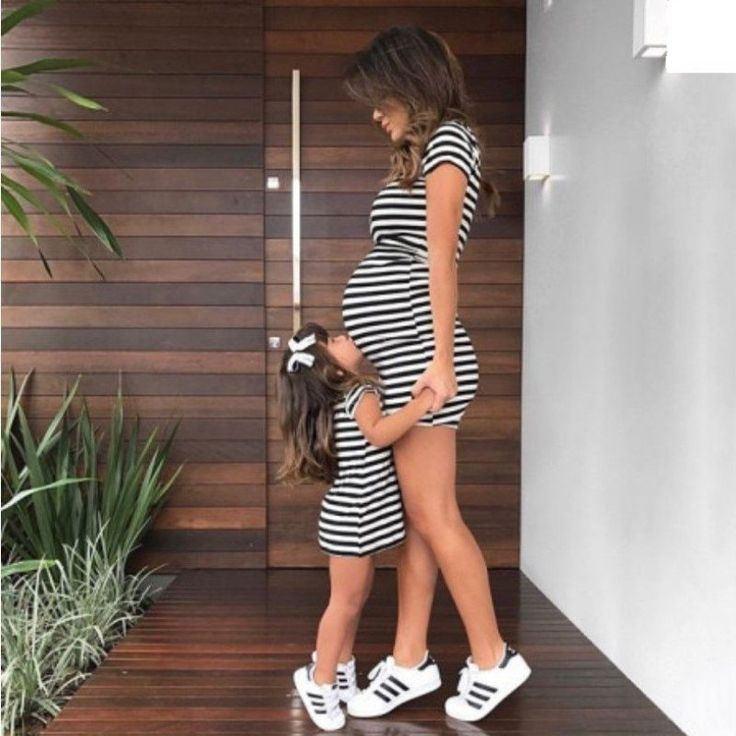 Gestreifte Vaterschaftskleid Mutter und Tochter  #gestreifte #mutter #tochter #v…