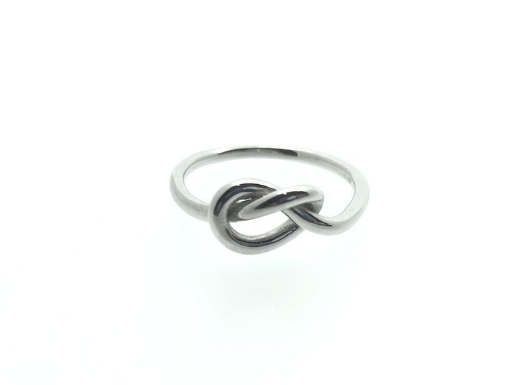 Knot silver ring. Anglo con nodo in argento 925.