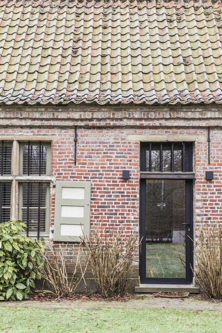 une ferme rénovée de façon contemporaine (avec images)   Rénovation vieille maison, Maison en ...