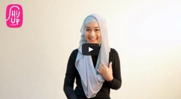 HIJAB TUTORIAL STYLE 18  Check the designers collections at HijUp.com  Get Up with your Hijab and Be Fabulous with HijUp! ♡  Song: Fabulous with HijUp - D.B.E  ___________________________________  Visit our youtube channel and find a lot of hijab inspiration there!  Happy Watching, Dear :)