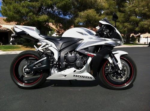 Name: Velocipede Make: Honda Model: 2007 CBR600RR Upgrades: Puig Screen, Vortex rear sets, bar ends, Corbin seat, solo race seat cowl, 520 conversion kit, D.I.D. chain #CBR #WhiteCBR