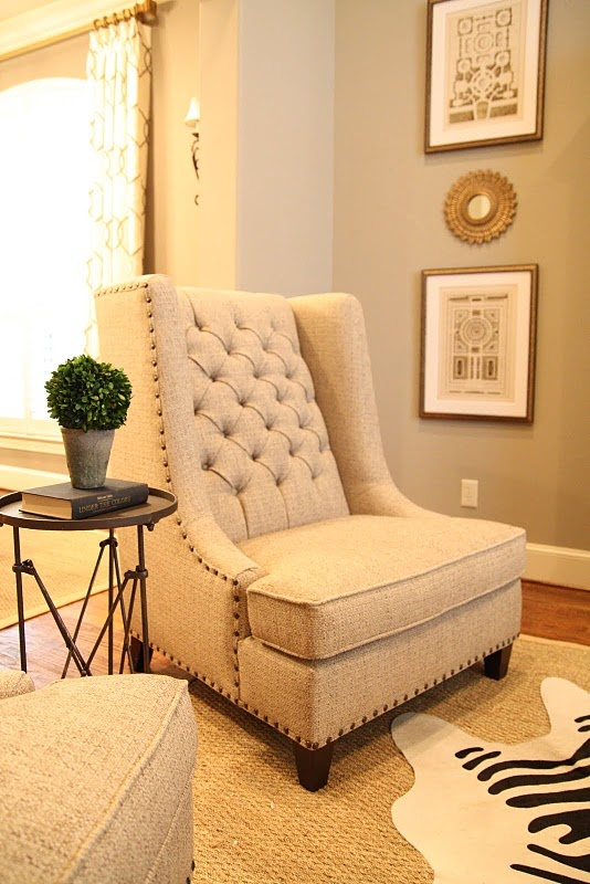 chair nailhead & tuftingDecor, Living Rooms, Gorgeous Chairs, Interiors Design, Master Bedrooms, Living Beautiful, Studios Couch, Families Room, Shabby Chic Bedrooms
