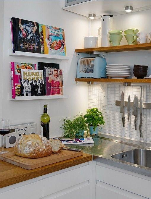 Ikeaplankjes voor kookboeken in de keuken