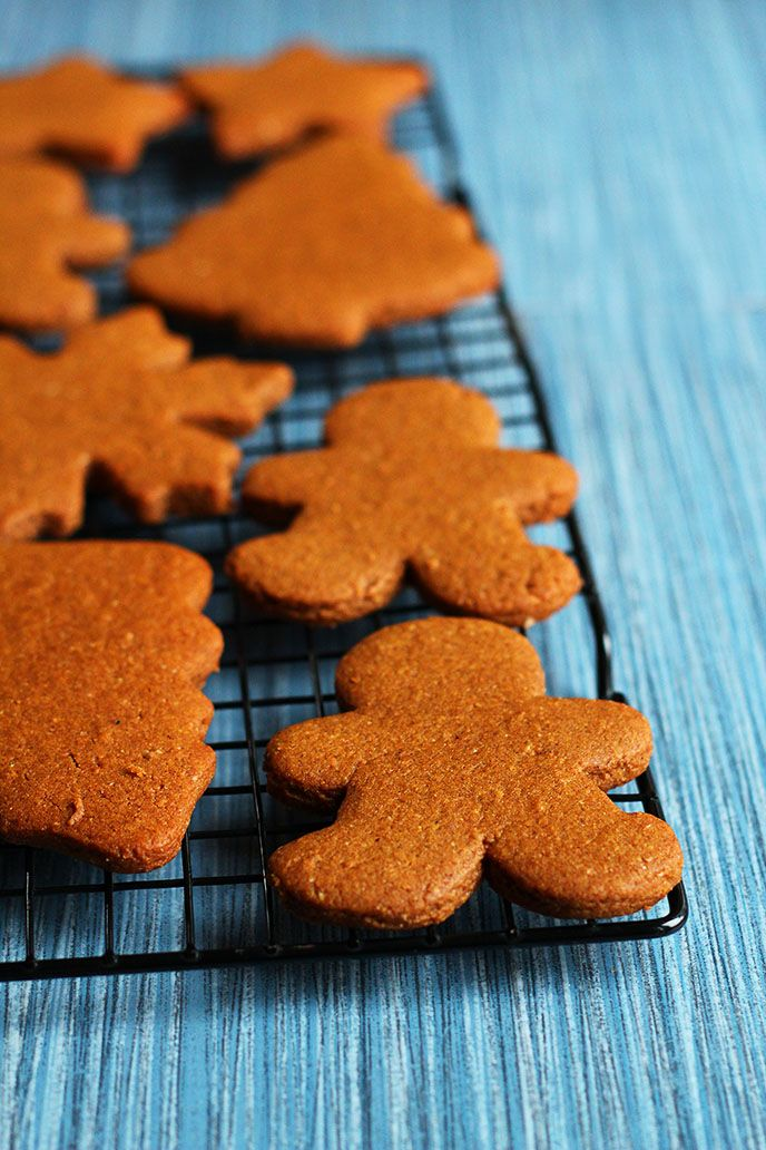 Perfect Vegan Gingerbread Cookies - These are truly PERFECT vegan gingerbread cookies! The dough rolls out like a dream, they're perfectly spiced, and not too sweet. Whether you prefer your gingerbread soft and chewy or crisp and snappy, this is the recipe for you! - ilovevegan.com #vegan #gingerbread