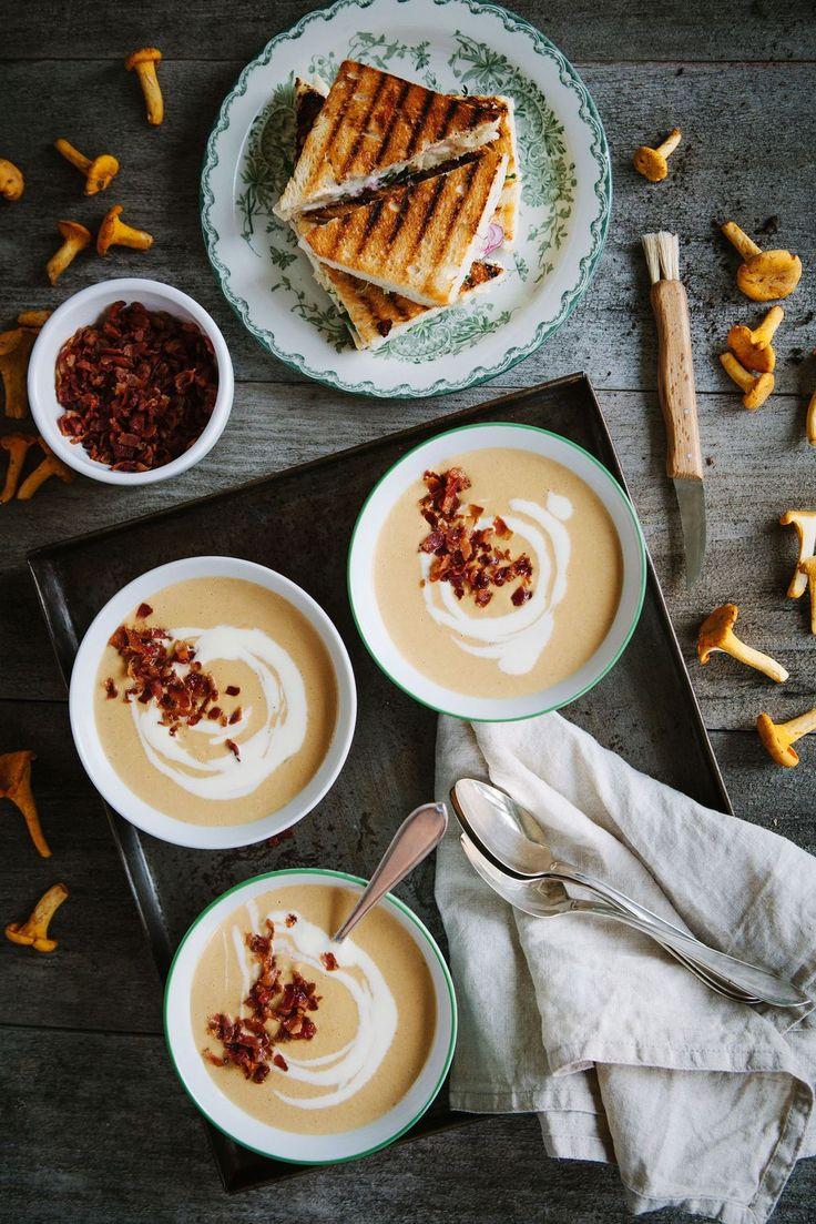 Enkel kantarellsoppa med Baconströssel & Chèvretoast