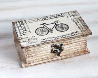 ¡ Bienvenidos y gracias por visitar mi tienda!    Caja vintage. Ideal para San Valentín «s, usted puede poner un pequeño regalo dentro de la