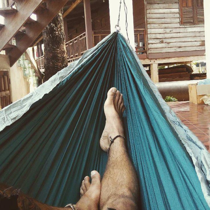 flying squirrel hammok  #flyingsquirrel #flyingsquirrelhammock #chiangmai #laos #lao #rpdlao #laopdr #konglorvillage #konglor #konglorcave  #konglocave #thakhek #centrallaos #beerlao #hammock #hamaca #hammocklife #instarelax #hotdogsorlegs #legs #instamood #siesta #naptime by @tomypazo