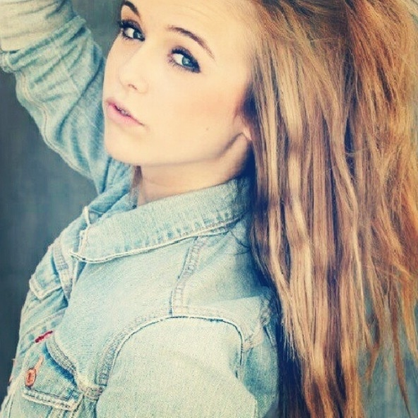 Acacia Clark as Nicole (Nicky) is the most hottest girl alive!