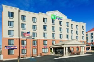 Holiday Inn Express 300 Wild Ave. (718) 370-8777