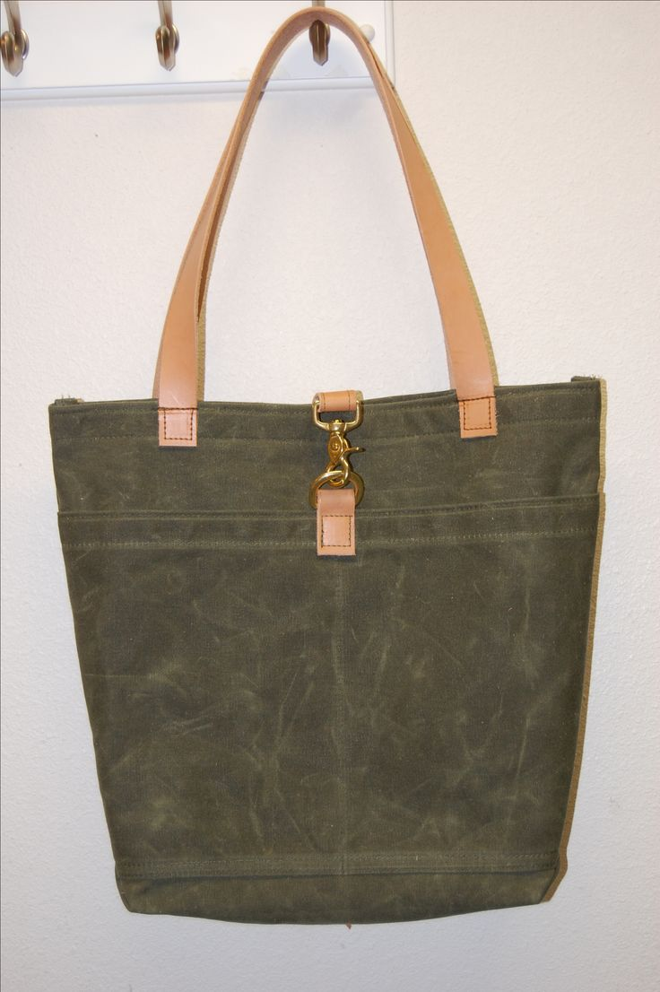 Haven't made a bag in a while and recently ordered this Martexin waxed canvas from Fairfield Textile. Color is MOD green, lining is a canvas from Joanns. Leather and hardware from Oregon leather. Pattern by Me. I watched a youtube from So Sew Easy called 3 methods for boxing the corners on a bag, thank you it was informative and easy to follow.