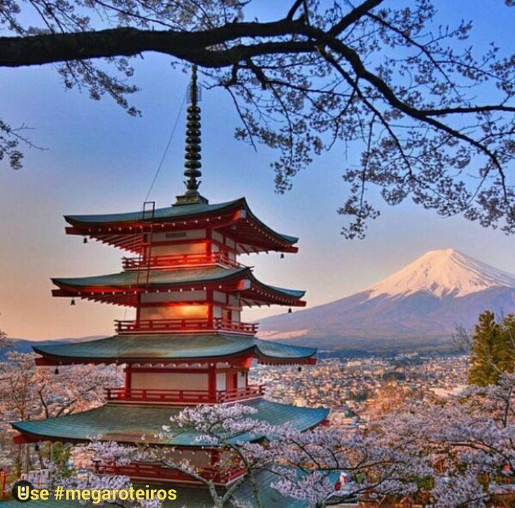 Monte Fuji - Japão É a montanha mais alta do Japão. Você pode visitá-la a partir das cidades de Hamamatsu, Toyota ou Nagoia (a mais próxima). Foto @pelomundo.viagem www.megaroteiros.com.br