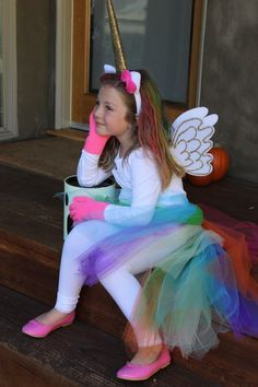 DIY no sew Rainbow Unicorn Halloween costume! Mehr