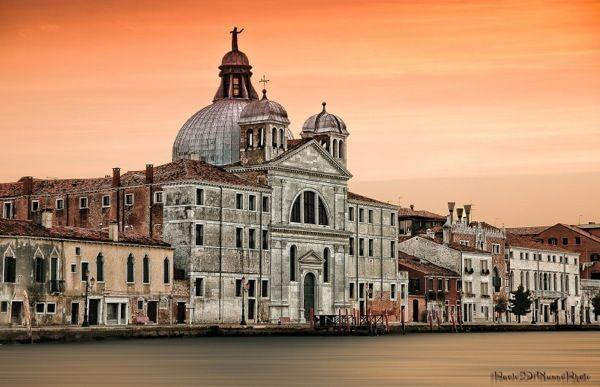 Церковь Санта-Мария-делла-Презентацьоне на острове Джудекка (Chiesa delle Zitelle) / Осматривая острова Венеции, непременно загляните на Джудекку. Этот остров известен, в-первую очередь, отелем Cipriani, который входит в число самых дорогих отелей мира. Кроме него, на острове есть четыре церкви. Самой[...]
