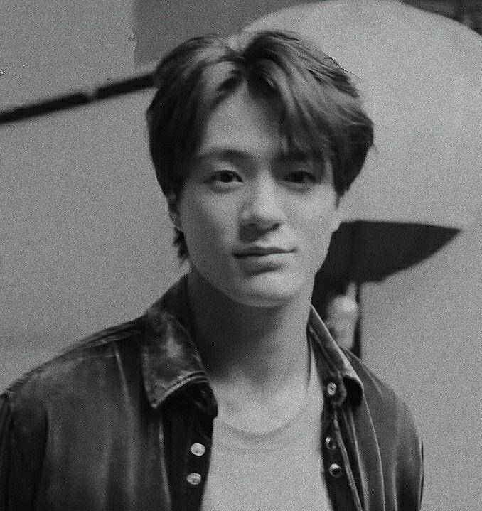 Lee Jeno 이제노 제노 • NCT DREAM 엔시티 드림 • black and white