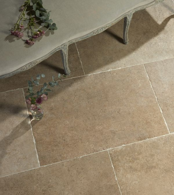 This is a great alternative to the famous French Barr limestone, which is practically impossible to find in affordable reclaimed form nowadays. It's in a flagstone format and has a really authentic, highly-varied pattern, which works really well in bigger... Read more