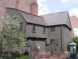 Check out these tour guide tips to enjoy a historic Boston tour.
