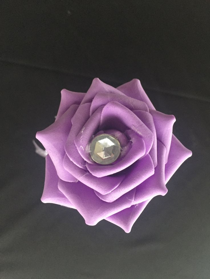 Purple Flower A 12 inch wand with a purple real touch rose with a large rhinestone centre, sitting on top of sparkling beaded ribbons. Beautiful lavender satin ribbons float down the handle. This wand can be reproduced in the colour of your choosing, contact leeann@bejewelledbridal.com.au to discuss your needs.