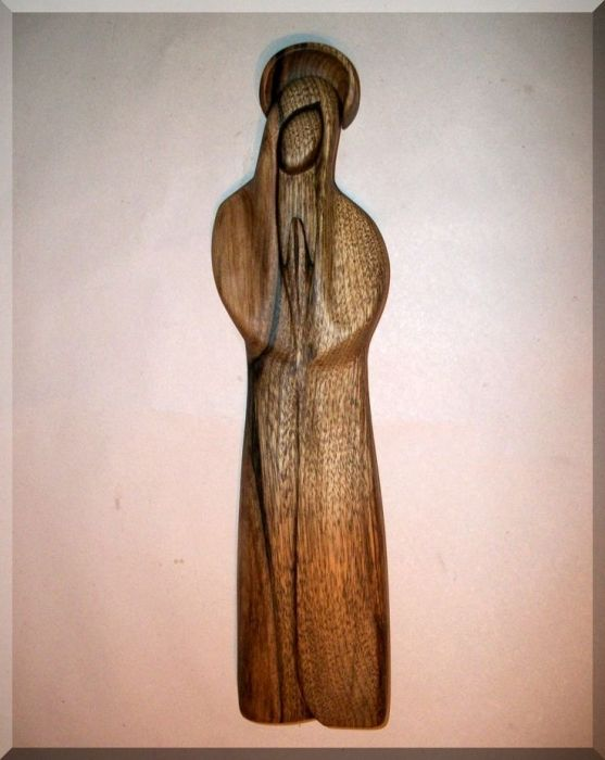 113.00 € www.soly-toys.com The Holy Virgin Mary with a halo, wooden sculpture
