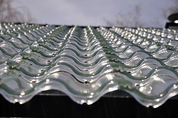 Dankzij doorzichtige dakpannen kan ieder huis worden verwarmd met zonne energie