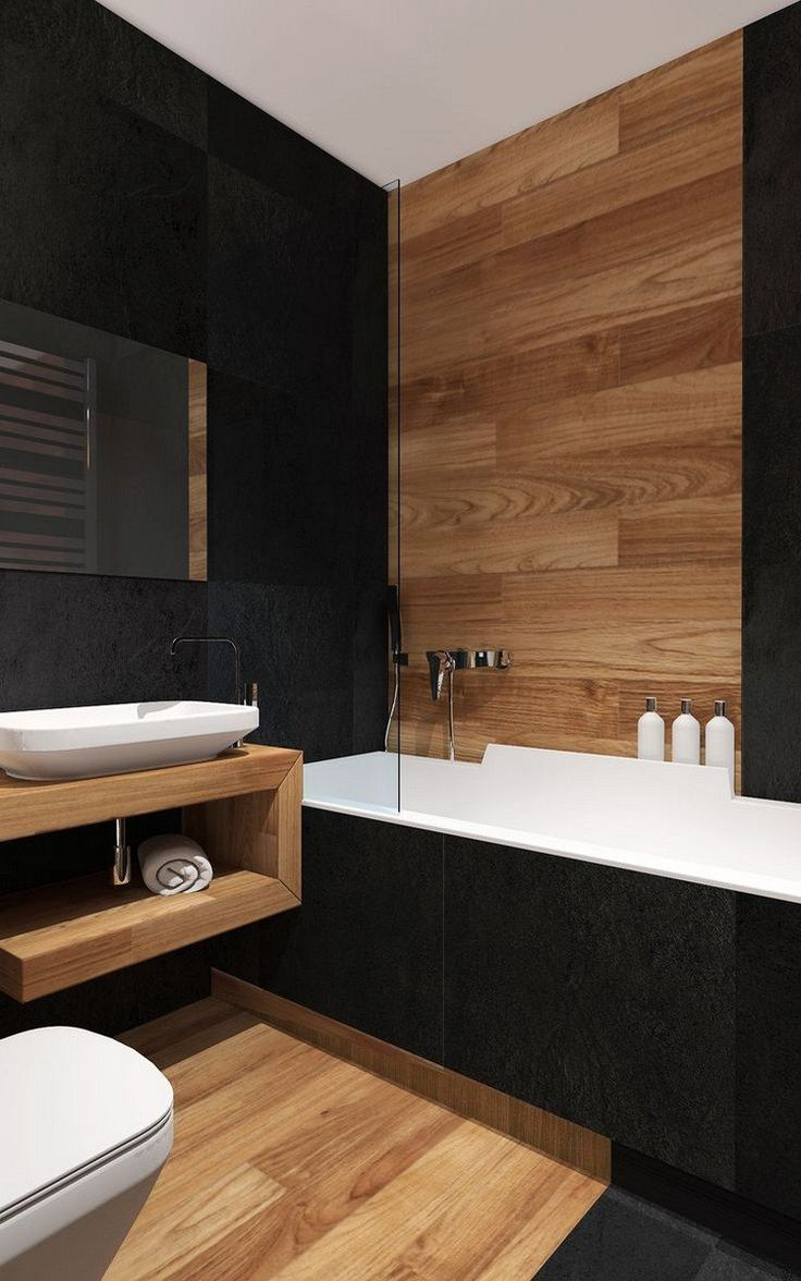 salle de bain noir et bois, revêtement mural en bois massif, carrelage sol imitation bois et tablier de baignoire en noir