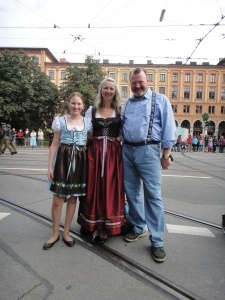 Oktoberfesttrachtenparade - Lisa, Irene and Steven.