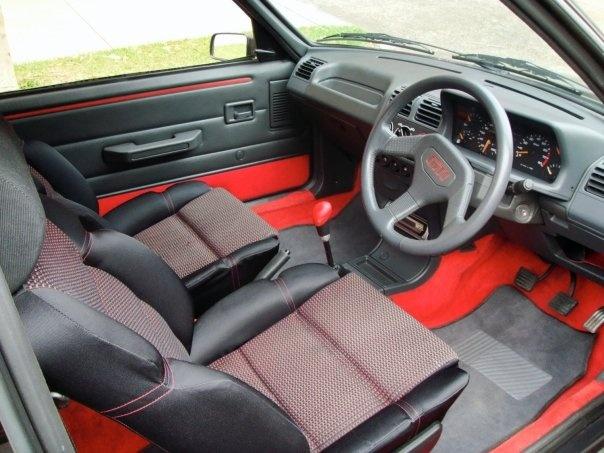 Pug 205 GTi original interior