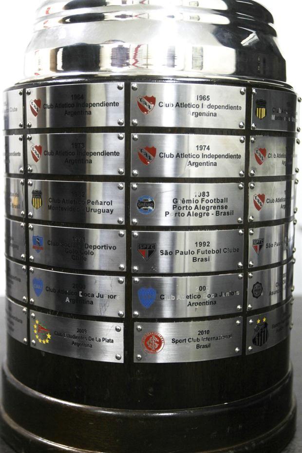 Copa Libertadores: 1991 Colo-Colo; 1992 Sao Paulo; 2009 Estudiantes de la Plata; 2010 Sport Club Internacional