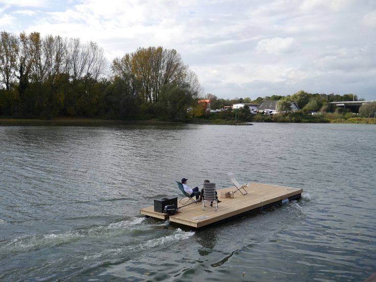 Enjoy and relax with the Nauticlink Pontoonboat.