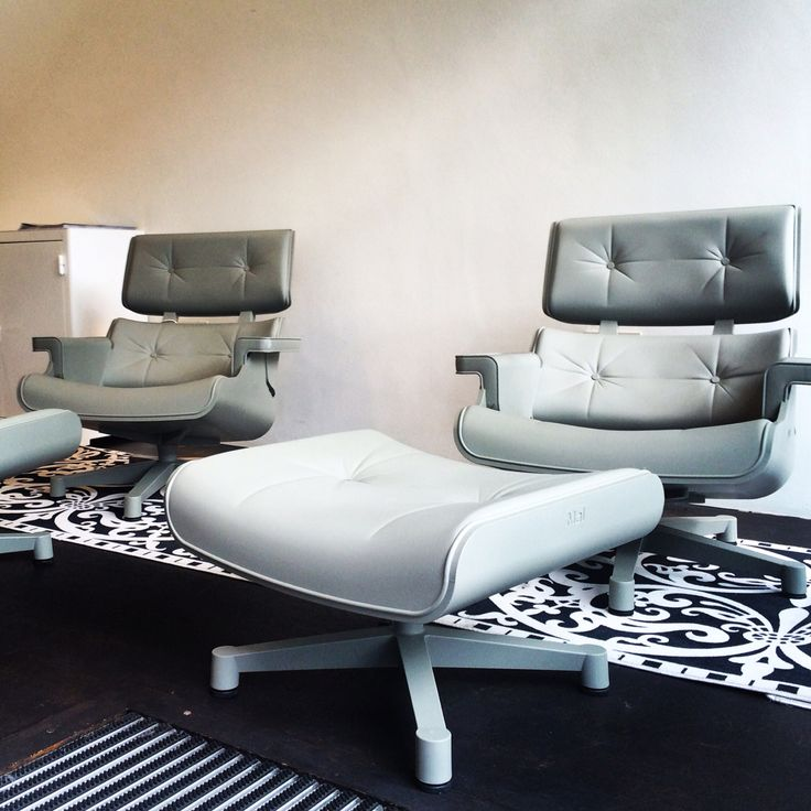 Two shades of grey. These solid plastic lounge sets by Mal are an unrecognizable hommage to Ray and Charles Eames. Dutch design for inside and outdoor use.