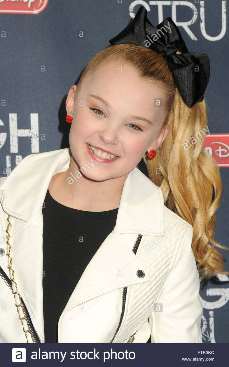 Download this stock image: Hollywood, CA, USA. 29th Mar, 2016. 29 March 2016 - Hollywood, California - JoJo Siwa. ''High Strung'' Los Angeles Premiere held at the TCL Chinese 6 Theatre. Photo Credit: Byron Purvis/AdMedia © Byron Purvis/AdMedia/ZUMA Wire/Alamy Live News - FTK3KC from Alamy's library of millions of high resolution stock photos, illustrations and vectors.